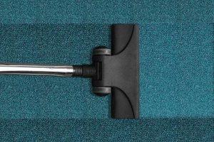 Industrijski sesalec je nepogrešljiv pri čiščenju mehkih talnih oblog