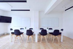 Posrečeni konferenčni stoli lahko lepo popestrijo delovno okolje