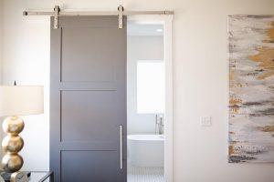 Enostavna drsna steklena vrata lahko uporabljamo tudi v stanovanjskem okolju